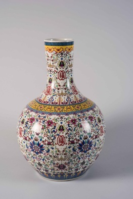 Chinese Porcelain Gourd Shaped Vase