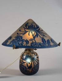 Cameo Lamp made in France by De Vianne